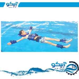 ست شناوری کامل در آب و دویدن در قسمت عمیق استخر