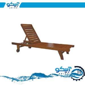 تخت کنار استخر چوبی